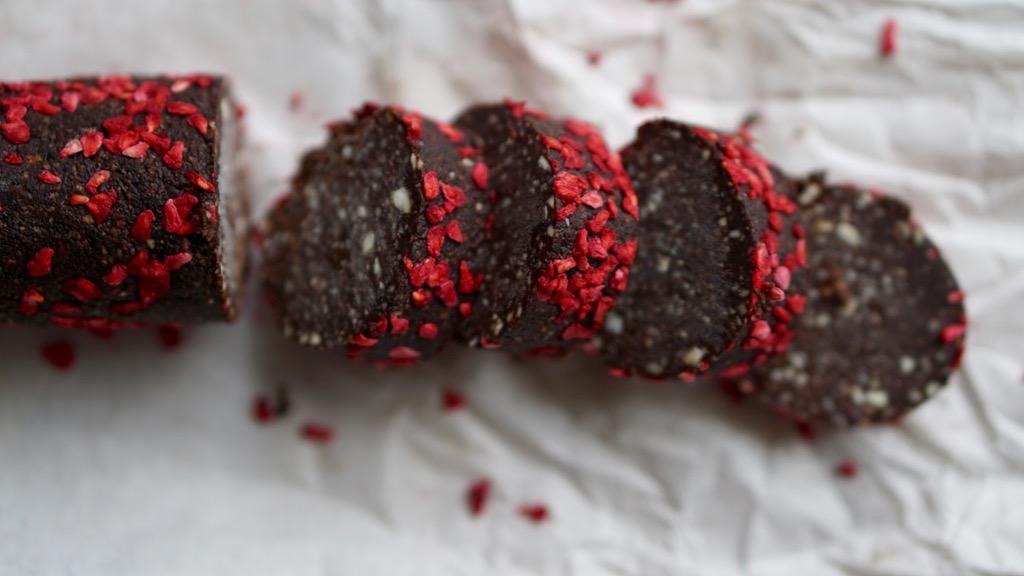 Rawfood-rulle med choklad och hallon